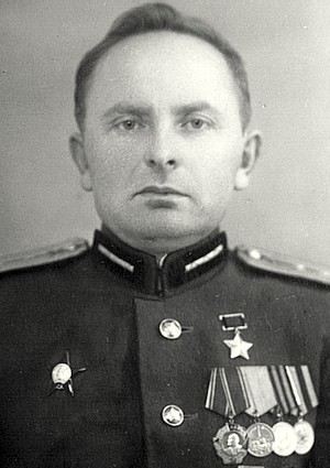 Дьяченко Фёдор Трофимович одержал 425 побед.
