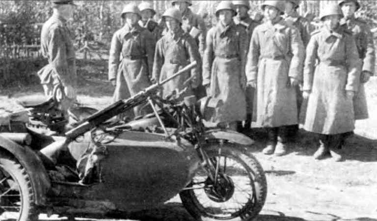 Разведчики с мотоциклами «Индиан 741В». 1943 г.