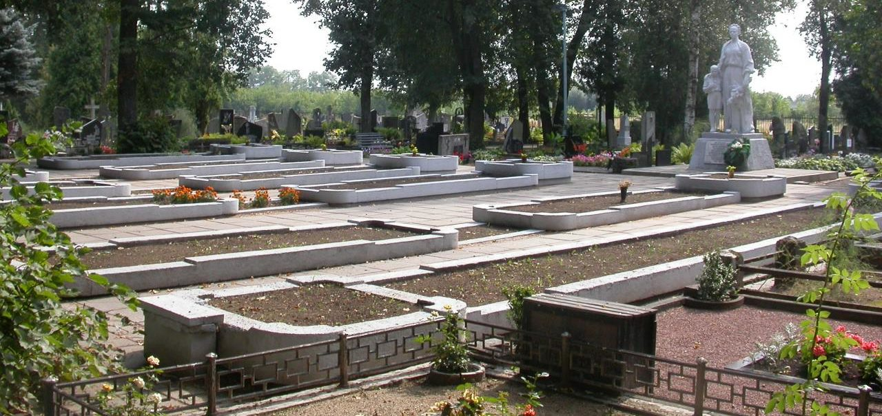 г. Паневежис. Памятник на городском кладбище по улице Рамигалос, где захоронено 72 неизвестных антифашиста, погибшим в 1942–1944 годах.