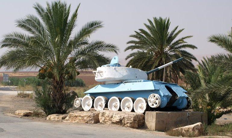 Мошав Сде Трумот. Памятник – танк Т-34.