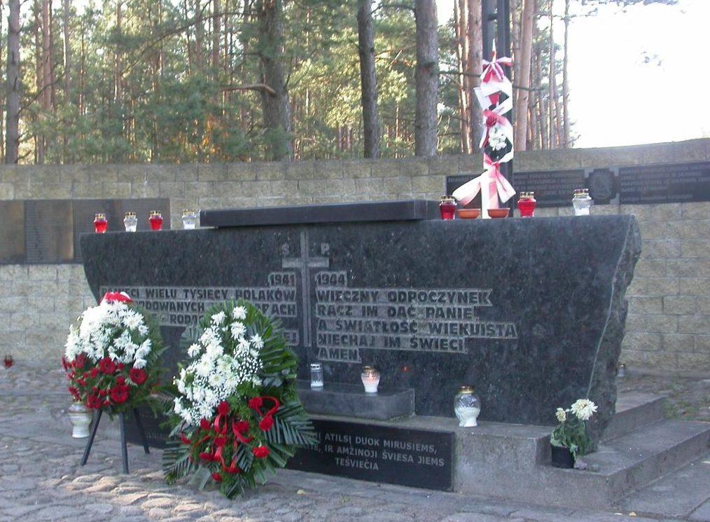 Памятник погибшим полякам.
