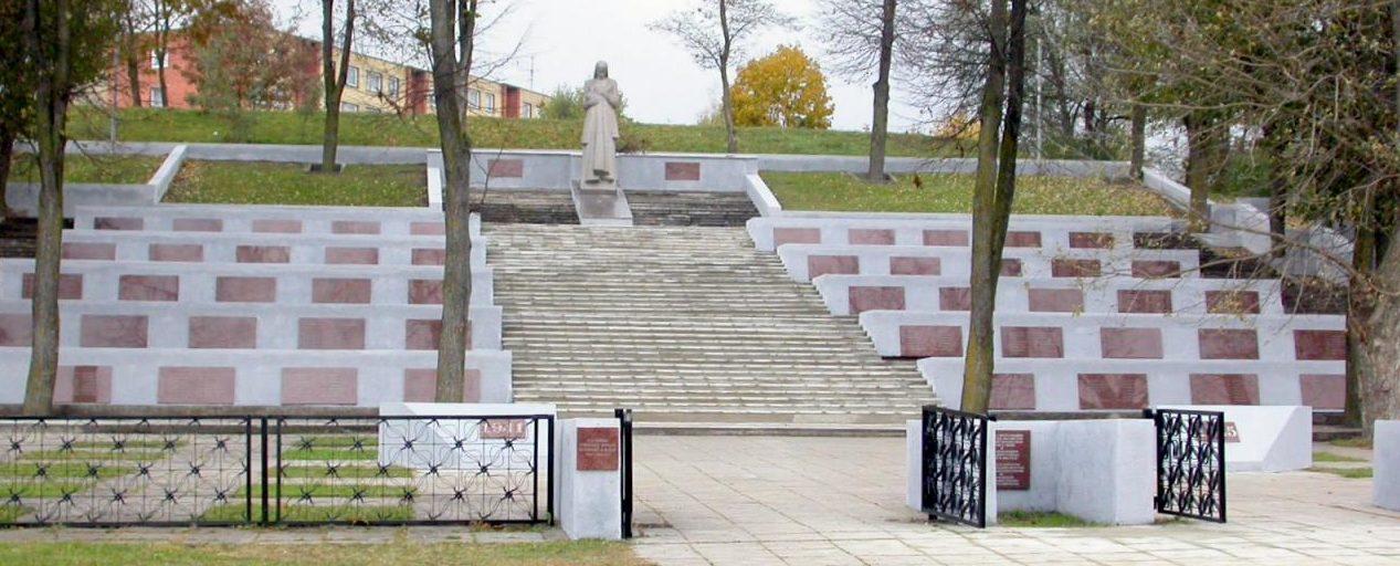 г. Йонава. На воинском кладбище по улице Й. Басанавичюса похоронены 1 524 воина, в т.ч. 782 неизвестных, 251-й стрелковой дивизии, 5-го гвардейского танкового корпуса и 28-й танковой бригады 39-й армии, погибших в 1944 году в районе железнодорожного вокзала и в окрестностях населённых пунктов Упнинкай, Салининкай, Виршутине Рукла, Упнинкеляй.