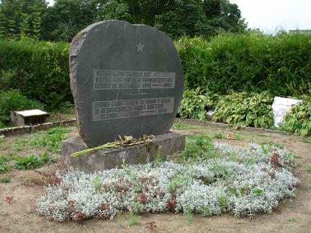 п. Тылжа, край Балву. Памятник на воинском кладбище, где похоронено 29 воинов и партизан, погибших в 1944 году.