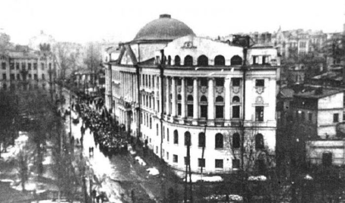 Улица Гончара, дом 57, здесь размещался немецкий штаб. 1942 г.