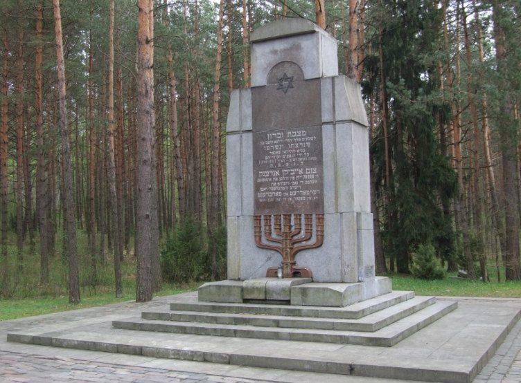 Памятник евреям Вильсского гетто, погибшим в панарском лесу.