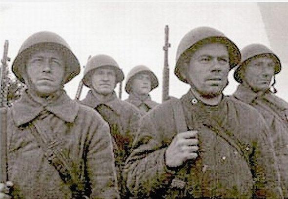 Снайперы, слева направо: Ноздрин, Филиппов, Горшков, Есаков и Ивлев. Вместе истребили 492 врагов.