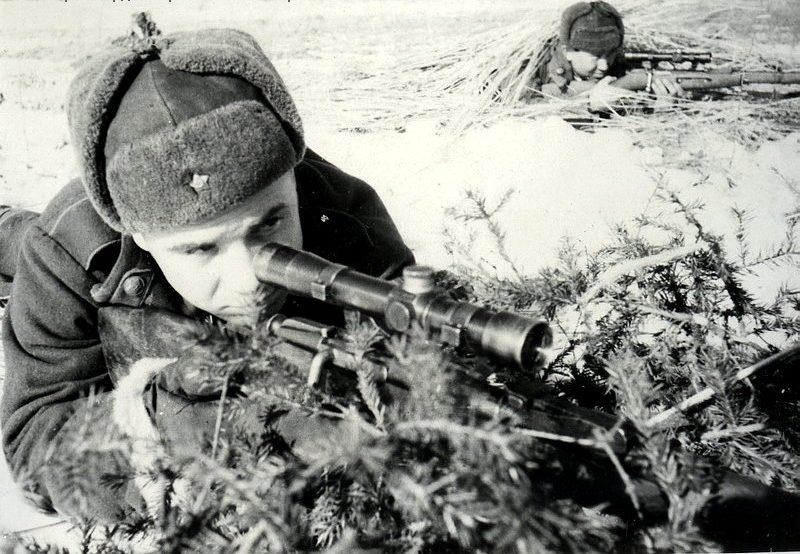 Снайперы С.Петренко и С.Мавлютов. 1943 г.