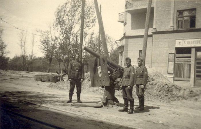 Угол улиц Мельникова и Пугачева. Осень 1941 г.