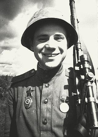 Петренко Степан Васильевич одержал 422 победы.