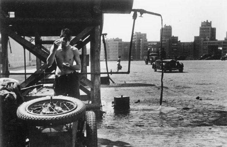 Утро на центральной площади в Харькове. 1942 г.