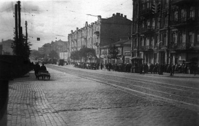 Угол Красноармейской и Жилянской улиц. Осень 1941 г.
