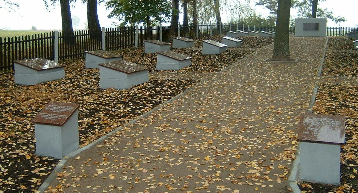 п. Гижай Вилквишкского р-на. Братские могилы у кладбища Гижай, недалеко от дороги Мариямполе–Вилкавишкис, в которых похоронено 1 022 советских воинов, в т.ч. 50 неизвестных.