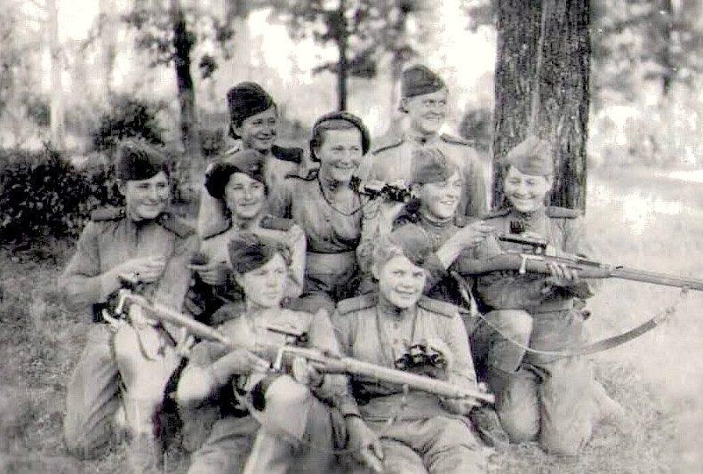 Курсанты Центральной женской школы снайперов. Подольск. 1942 г.