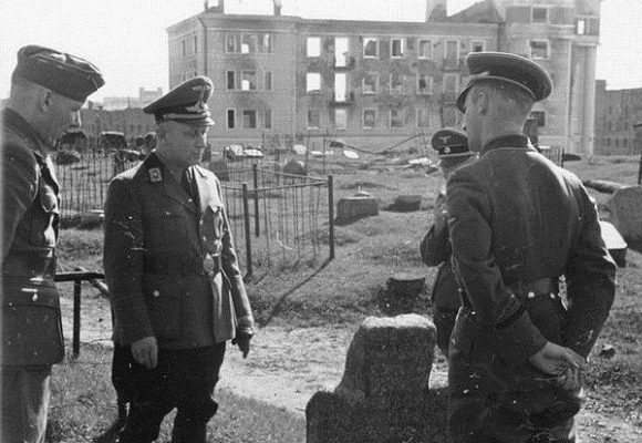 Вильгельм Кубе на золотогорском кладбище. Осень, 1941 г.
