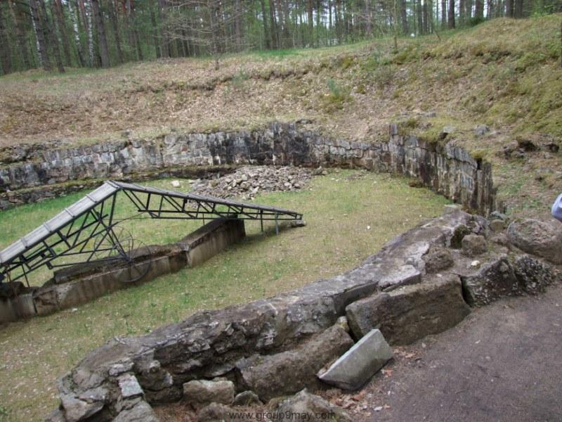 Остатки ямы, где дробили кости сожженных евреев.