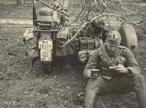 Мотоцикл BMW R12. Восточный фронт. 1942 г.