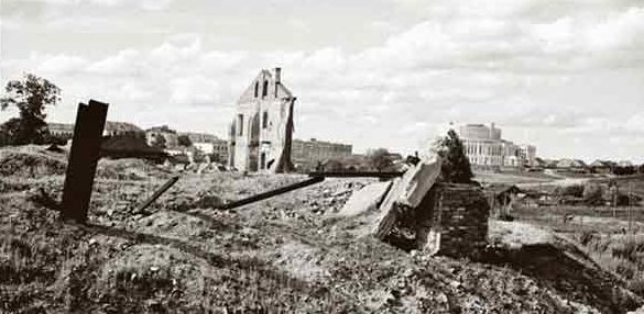 Снято со стороны Октябрьской (Центральной) площади. Осень, 1941 г.