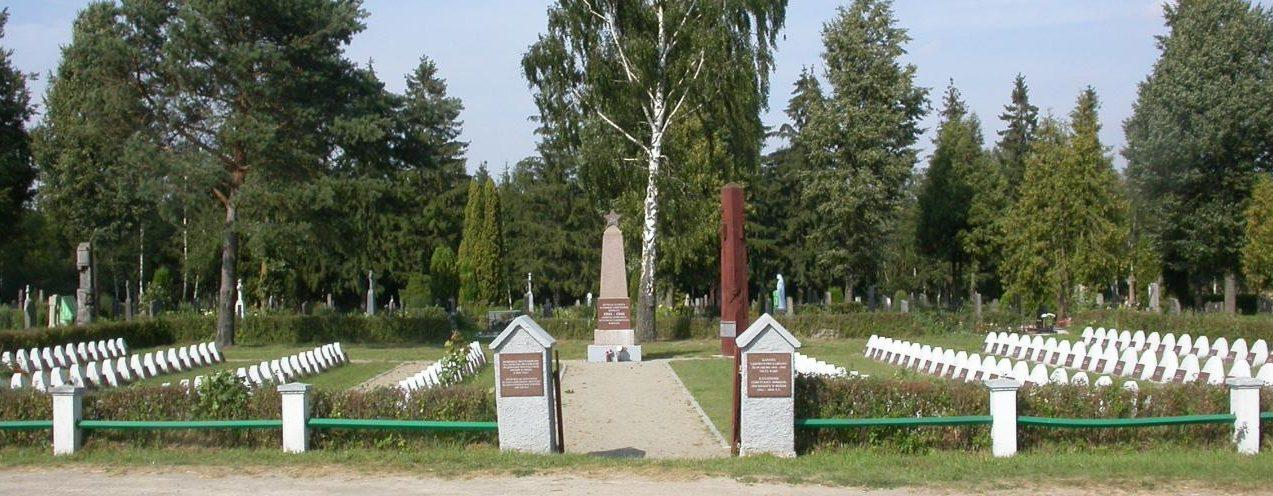 п. Салочяй Пасальского р-на. Воинское захоронение по улице Кестучепос на кладбище, где похоронены 172 воина 77-й стрелковой дивизии 51-й армии, погибшие в июле 1944 года у реки Муша, возле деревень Буйвишкес, Таупряй, Печераукшлес. Среди них – 8 неизвестных.