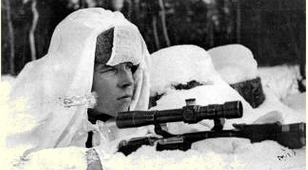 Вежливцев Иван Дмитриевич на огневой позиции. Ленинградский фронт. 1941 г. Одержал 134 победы.