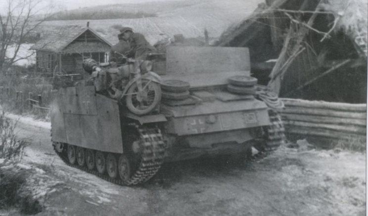 Мотоцикл DKW NZ-350 на броне САУ StuG III Ausf. Восточный фронт.1942 г.