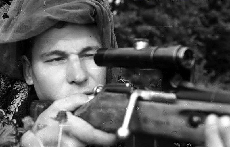 Снайпер С. Везбердев на огневой позиции.
