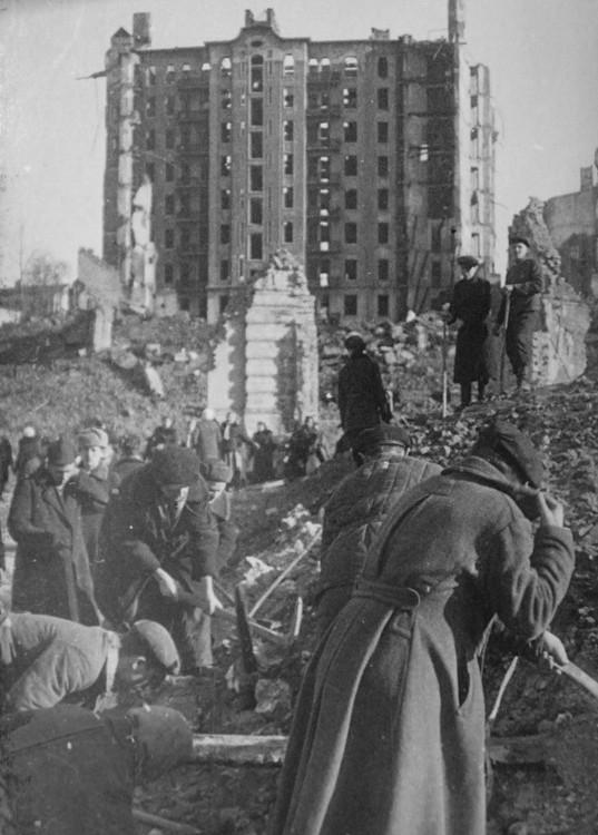 Восстановительные работы на Крещатике. 1944 г.