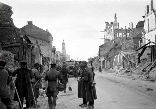 Руины города. Осень, 1941 г.