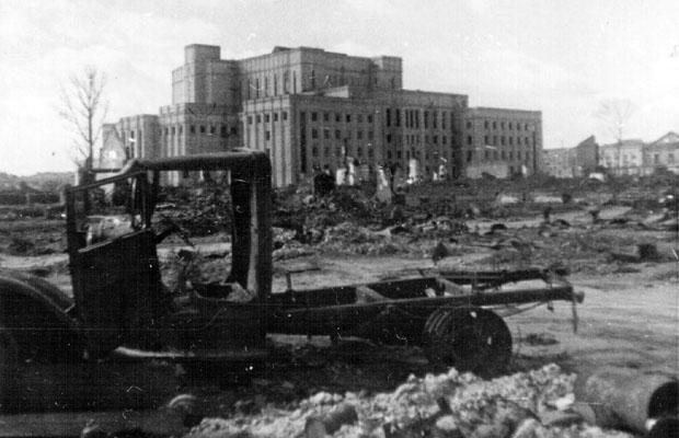 Здание театра. Осень, 1941 г.