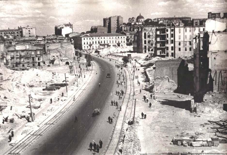 Крещатик 1945 г.