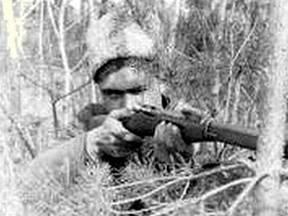 Снайпер гвардии старший сержант Н. Вознов на позиции. Август 1942 г.