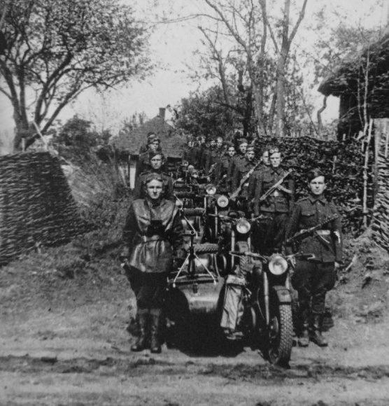 Советские мотоциклисты в Карпатах. 1944 г.