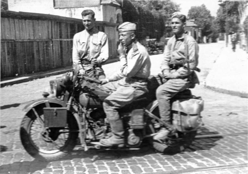 Мотопехота в Бухаресте. 1945 г.