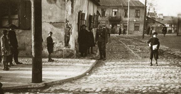 Угол улиц Немигской и Витебской. Осень, 1941 г.