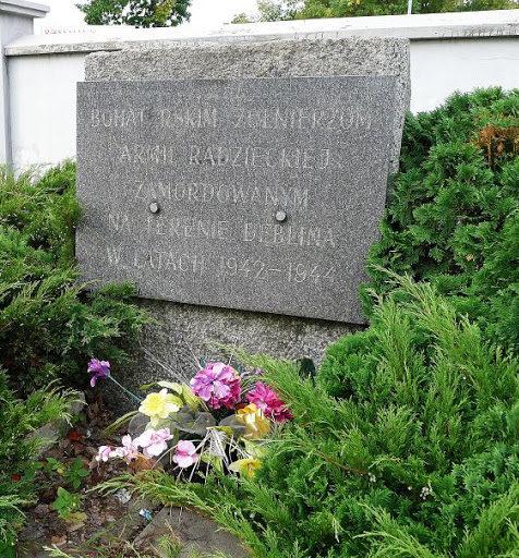 Братская могила советских военнопленных.