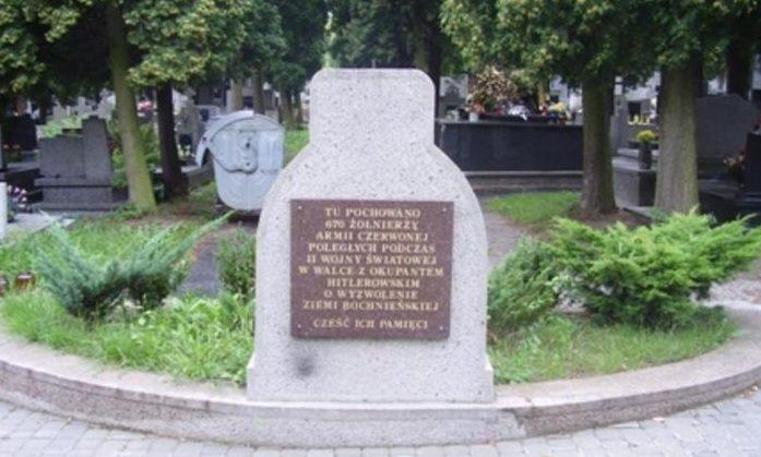 г. Бохня. Памятник по улице Орацка, установленный на братской могиле в которой похоронено 670 воинов 13-го и 28-го корпусов 60-й армии 1-го Украинского фронта, в т.ч. 657 неизвестных.