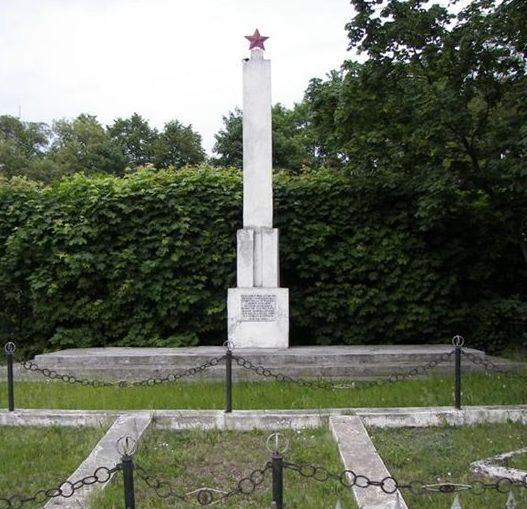 г. Злотники-Куявске, Иновроцлавский повят. Обелиск на братской могиле, в которой похоронено 148 советских воинов, в т.ч. 146 неизвестных.
