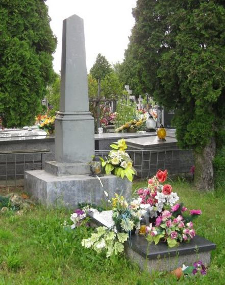 г. Радзынь. Памятник по улице Ситковскего, установленный на братской могиле, в которой похоронено 275 совестких воинов, в т.ч. 175 неизвестных.