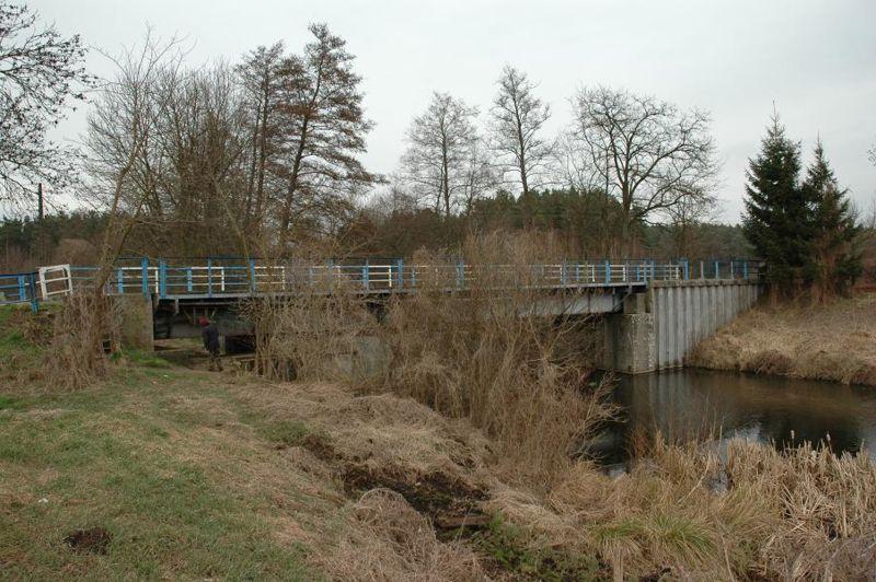 «Качающийся» мост D-724 над каналом.