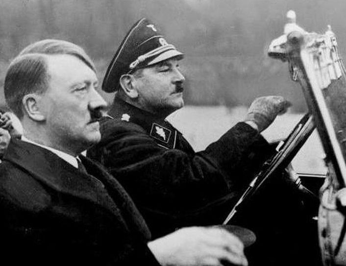Адольф Гитлер и личный водитель Юлиус Шрек. 1936 г.