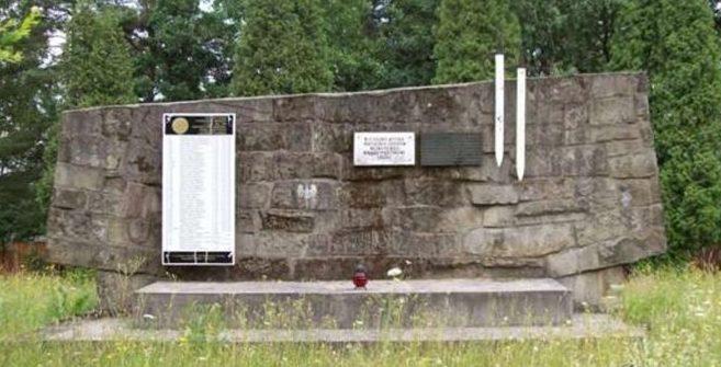 г. Горлице, р-н Глиник-Мариампольски. Памятник на братской могиле, в которой захоронен 171 советский воин, в т.ч. 123 неизвестных.