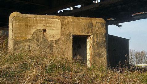 Бункер для защиты железнодорожного моста в Дюрфурте.