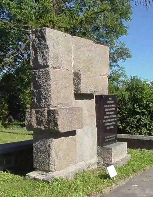г. Хелм. Памятник советским воинам на кладбище военнопленных.