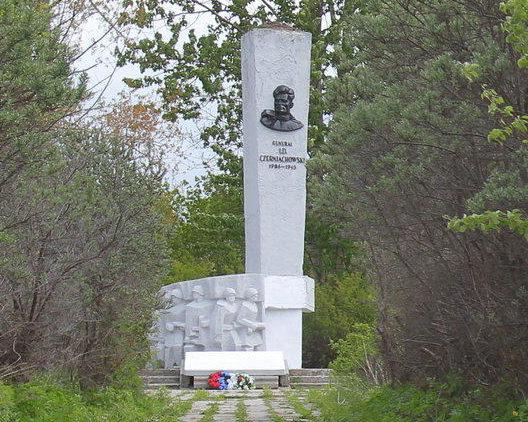 Памятник генералу Черняховскому И.Д.