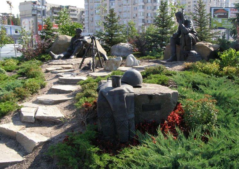 Общий вид памятника воинам-освободителям.