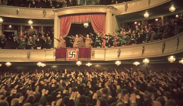 Гитлер в театре Шарлоттенбурга. Май 1939 г.