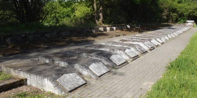 г. Макув-Мазовецкий. Воинское кладбище, где похоронено 15 532 советских воина, погибших в годы войны.