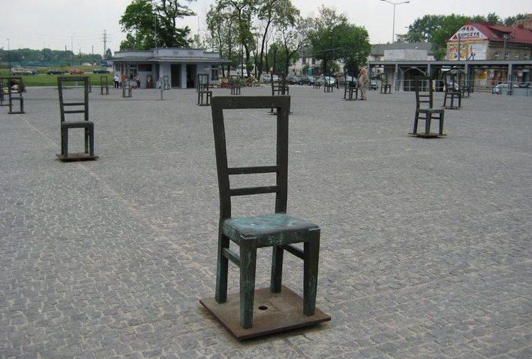 Памятник «Стул за 1000 евреев».