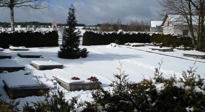 д. Упилка, Бытувский повят. Воинское кладбище, где захоронен 281 воин, в т.ч. 262 неизвестных.