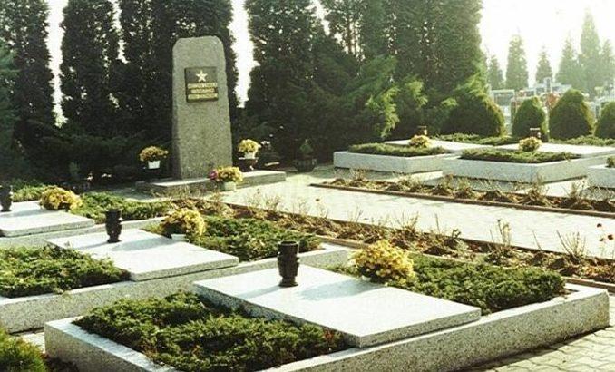 г. Вилямовице, Бельского повята. Воинское кладбище по улице Цментарна, где захоронено 449 советских воинов, в т.ч. 323 неизвестных.