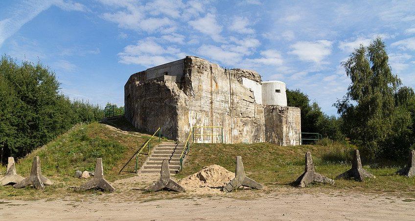 Бункер типа «B-werkе» Panzerwerk 991 около Щецинека. Сейчас он преобразован в музей и постепенно восстанавливается.